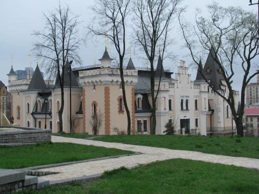 красивый дворец в Мариинском парке