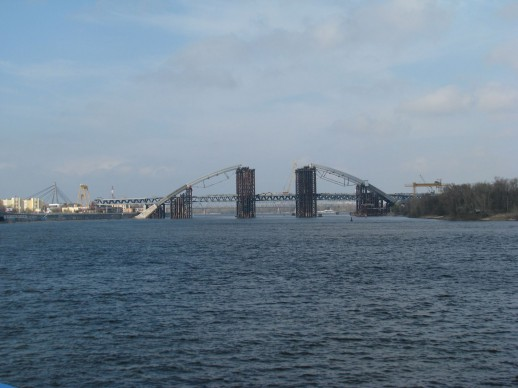 строящийся мост в Киеве